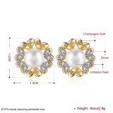 ジルコンの女性のイヤリングの模造真珠のジルコンのイヤリングのシャンペンの金によってめっきされる花の形のイヤリング