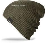 Chapeau tricoté acrylique bon marché adapté aux besoins du client de Beanie de sports de couleur de produit d'OEM