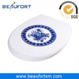 Coperchio blu e bianco elegante tradizionale della ciotola di toletta di uF del reticolo