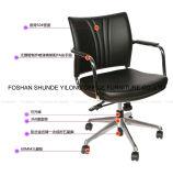 Таблица офисной мебели и вращающееся кресло стула/гостиничного номера