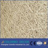 El panel insonoro de las lanas de madera de la pared del fondo