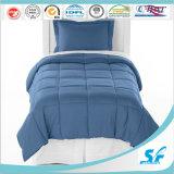 固体キルトにされたベッドカバー毛布の暖かい夏青いポリエステルキルト