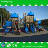 Plastikschauspielhaus spielt im Freienspielwaren-klassischen Serien-Spielplatz