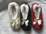 3つの人種の壁女性の屋内靴