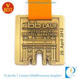 Esporte de bronze antigo funcionado costume que carimba a medalha da maratona