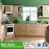 Governo di pavimento di legno solido nell'armadietto della mobilia della cucina