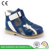 Niños ortos de la tolerancia que curan los zapatos sólidos (4612454)