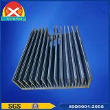 L'aluminium a expulsé radiateur avec le traitement extérieur d'oxydation anodique