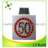 Le poteau de signalisation solaire de clignotement de DEL reçoivent Customed