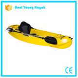 Sentarse en la venta superior Kaya de la canoa de la pesca en mar del barco