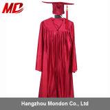 Rouge brillant de robe de capuchon du repére des enfants