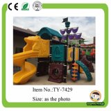 De aantrekkelijke Kinderen gebruikten de OpenluchtApparatuur van de Speelplaats voor Verkoop