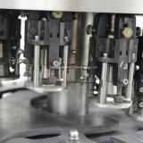 Whisky, vodka, máquina de relleno y que capsula del alcohol para las botellas de cristal