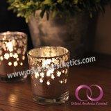 現代電気版のガラス奉納の蝋燭ホールダーの蝋燭のコップ