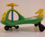 De Ouderwetse Plastic Auto van uitstekende kwaliteit van de Draai van de Jonge geitjes van Wielen