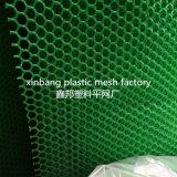 Piedini dell'animale domestico su rete che la plastica della stuoia dell'animale domestico recinta