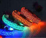 A garganta chinesa da forma projeta o colar do animal de estimação do diodo emissor de luz para a caça