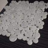 Mini telha de mármore branca redonda bonita do mosaico de Carrara para o banheiro