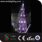 크리스마스 콘 나무 빛이 화환 주제에 의하여 점화한다