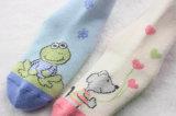 Belle chaussette du coton des enfants