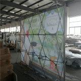 Gerade und gebogener Ausstellung-Bildschirmanzeige-Gewebe-Fahnen-Standplatz einschließlich grafisches Drucken