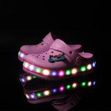 2016 capretti del nuovo modello che illuminano i pattini per l'estate, sandalo del sandalo scherza l'OEM dei pattini del LED, i pattini infiammanti di Sandel LED per il ragazzo e la ragazza