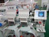 2개의 헤드에 의하여 전산화된 자수 기계는 t-셔츠 평지를 캡핑한다