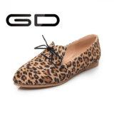女性女性のための標準的なヒョウの印刷のレースの平らな靴