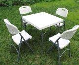 プラスチック表の折りたたみ椅子の宴会の結婚式の余暇