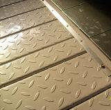 El suelo perforado del entresuelo conforma con la regulación del fuego
