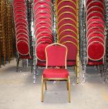 Parte traseira da coroa da cor do uso do evento da cadeira do banquete