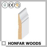 屋内装飾のプロジェクトのために形成する白いプライマー木