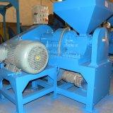 Schrott-Gummireifen, der Maschinen-Gummischleifmaschine aufbereitet