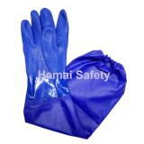 El doble sumergió guantes azules del PVC con la funda larga