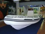 船外エンジンを搭載するガラス繊維の床の肋骨のボート