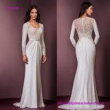 Longues chemises élégantes encadrant la robe de mariage fleurie de dessus de lacet avec le plein dos d'illusion de lacet