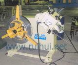 出版物機械のストレートナの使用を用いる自動Uncoiler