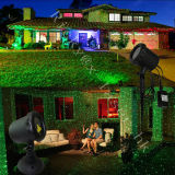 Luz de la estrella del laser del color rojo claro y verde de la Navidad al aire libre