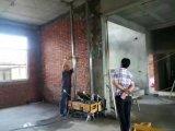 中の壁のレンダリング機械を塗る建築現場のツール乳鉢のセメントのギプス