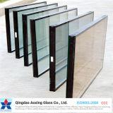 内部またはホームアプリケーションのためのブラインドによって絶縁されるガラス