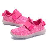 Chaussures tricotées colorées respirables de l'enfant LED
