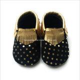 귀여운 진짜 가죽 아기 신발을 송풍하십시오