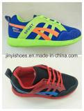 新式のスポーツは/Fashionの靴か慰めの靴または子供の靴に蹄鉄を打つ