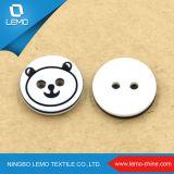 Кнопка рубашки смолаы фабрики белая с отверстием 4 в круглой форме
