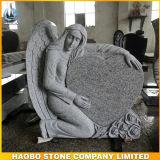 새겨진 천사 디자인 묘석 백색 대리석