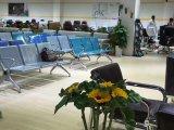 Neuer Entwurfs-Stahlstuhl-öffentliches Krankenhaus Waitting Stuhl-Besucher-Stuhl 4 Seater Flughafen-Stuhl mit Kissen D66# auf Lager