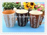 ギフト用の箱のスプーンが付いている習慣によって印刷されるコーヒー・マグ