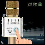 Giocatore tenuto in mano dell'altoparlante di Bluetooth del microfono del Mic della radio portatile