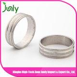 O aço inoxidável do dedo da forma soa anéis de casamento dos homens das fotos