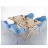Высокое качество PP материальное Eames обедая стул